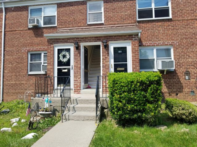 2 BR,  1.00 BTH Townhouse style home in Grymes Hill