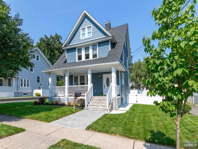 4 BR,  3.00 BTH Colonial style home in Rutherford