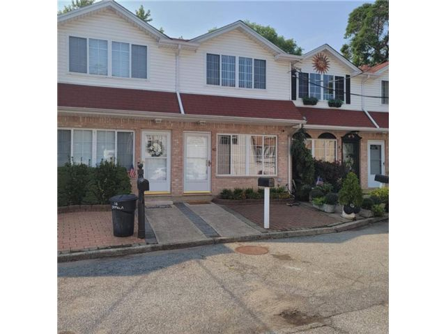 3 BR,  3.00 BTH Single family style home in Grasmere