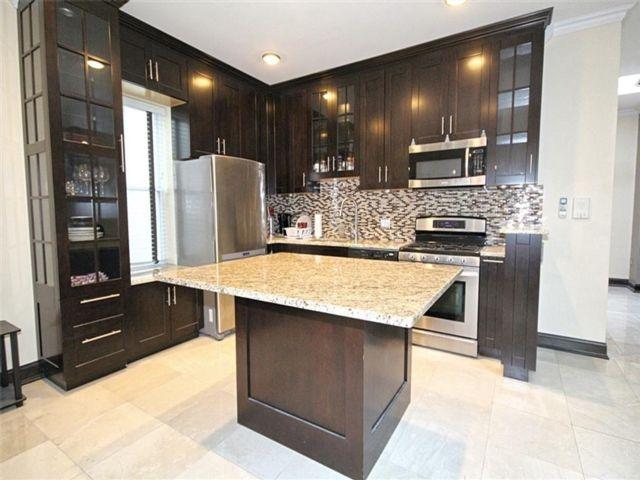 5 BR,  0.00 BTH Multi-family style home in Bay Ridge