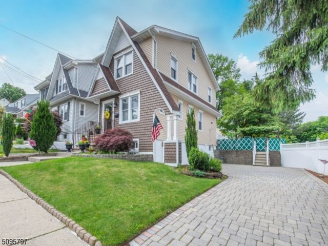 3 BR,  1.55 BTH Colonial style home in North Arlington