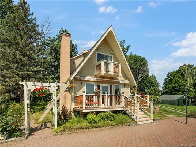 3 BR,  2.00 BTH Arts&crafts style home in Fallsburg