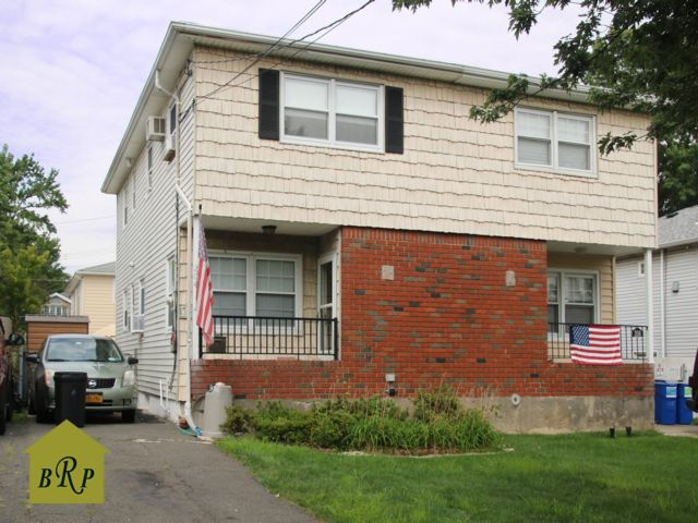 3 BR,  1.50 BTH Duplex style home in Eltingville