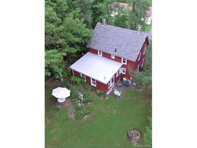 4 BR,  2.00 BTH Farmhouse style home in Fallsburg