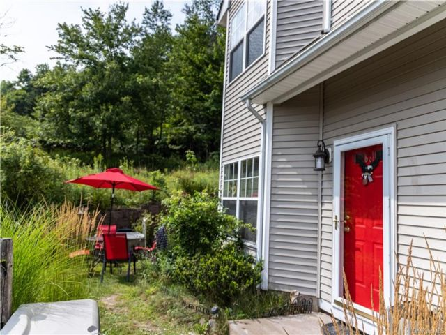 3 BR,  2.00 BTH Townhouse style home in Liberty