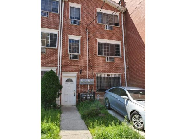 3 BR,  2.00 BTH House style home in Wakefield
