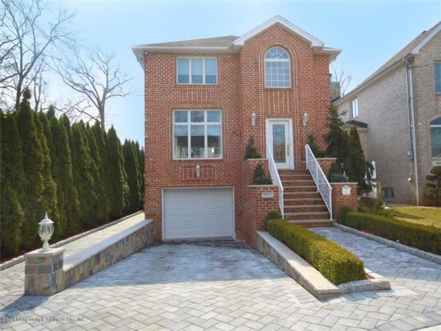 4 BR,  4.00 BTH Single family style home in Se Annandale