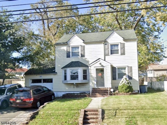 2 BR,  1.00 BTH Colonial style home in Nutley