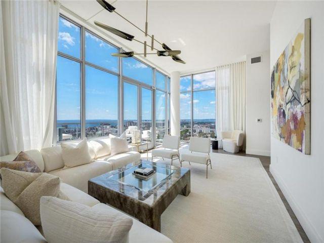 4 BR,  3.00 BTH Condominium style home in Sheepshead Bay
