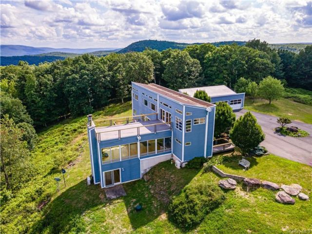3 BR,  4.00 BTH Contemporary style home in Wawarsing