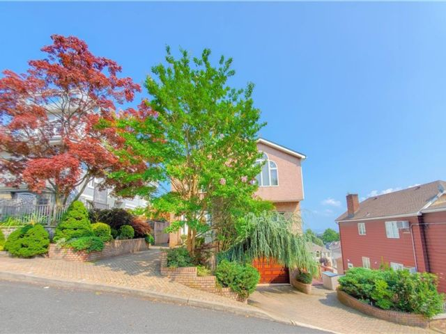 4 BR,  3.00 BTH Single family style home in Todt Hil