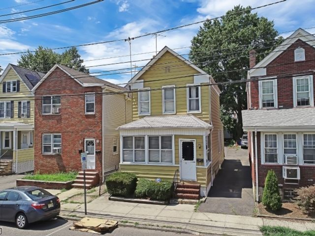 2 BR,  2.00 BTH Colonial style home in Belleville
