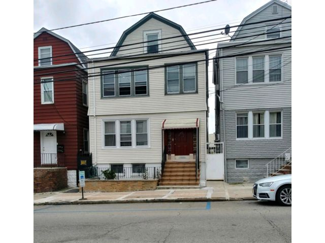 4 BR,  3.00 BTH  style home in Kearny
