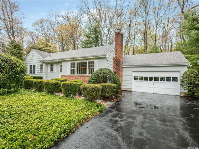 3 BR,  1.50 BTH Ranch style home in East Northport