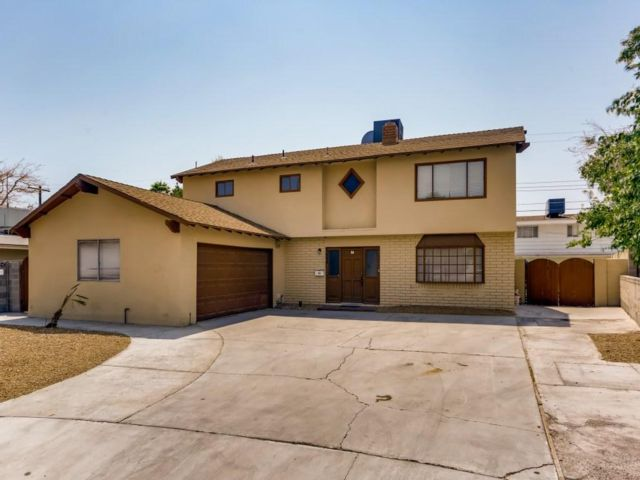 4 BR,  2.50 BTH 2 story style home in Las Vegas