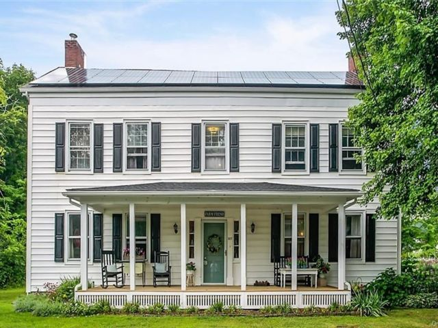 4 BR,  2.00 BTH Colonial style home in Crawford