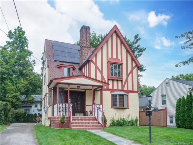 6 BR,  4.00 BTH Tudor style home in New Rochelle