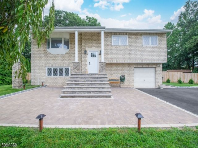 4 BR,  2.00 BTH Bi-level style home in Fairfield