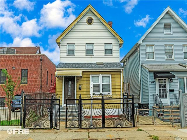 5 BR,  3.00 BTH Single family style home in Canarsie