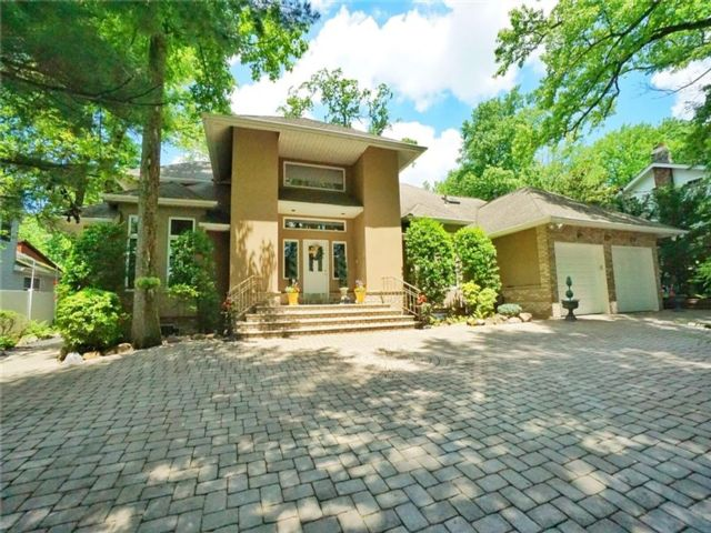 5 BR,  5.00 BTH Single family style home in Lighthouse Hill