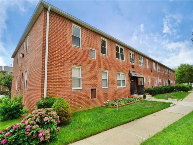 2 BR,  1.00 BTH Condominium style home in Eltingville