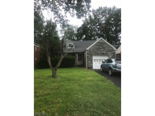 3 BR,  2.50 BTH Cape cod style home in Bloomfield