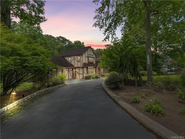 7 BR,  7.00 BTH Colonial style home in Clarkstown