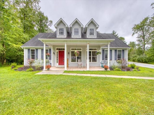 3 BR,  3.00 BTH Cape style home in Greenville