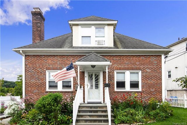 3 BR,  3.00 BTH Cape style home in Mount Pleasant