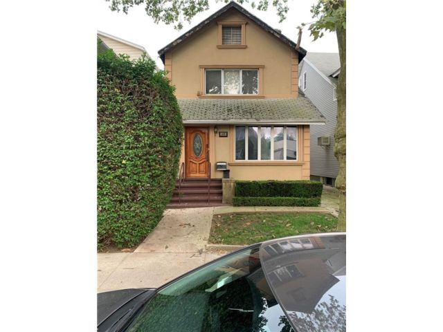 6 BR,  4.00 BTH Single family style home in Midwood