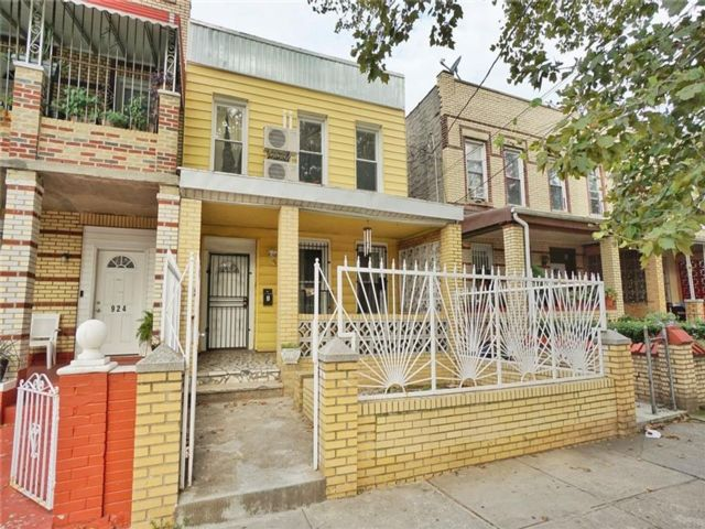 5 BR,  2.00 BTH Multi-family style home in Brownsville