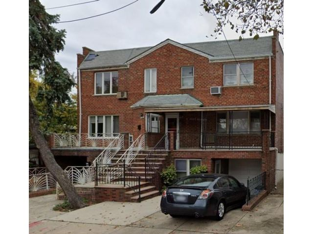 2 BR,  1.00 BTH Multi-family style home in Gravesend