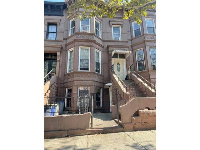 11 BR,  4.00 BTH Multi-family style home in Sunset Park
