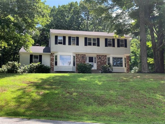 4 BR,  3.00 BTH Colonial style home in Mount Hope