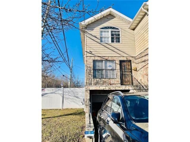 2 BR,  3.00 BTH Single family style home in Mariners Harbor