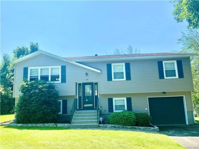 4 BR,  2.00 BTH Raised ranch style home in Chester
