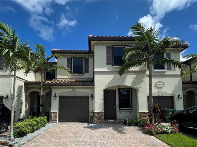 3 BR,  2.50 BTH Townhouse style home in Davie