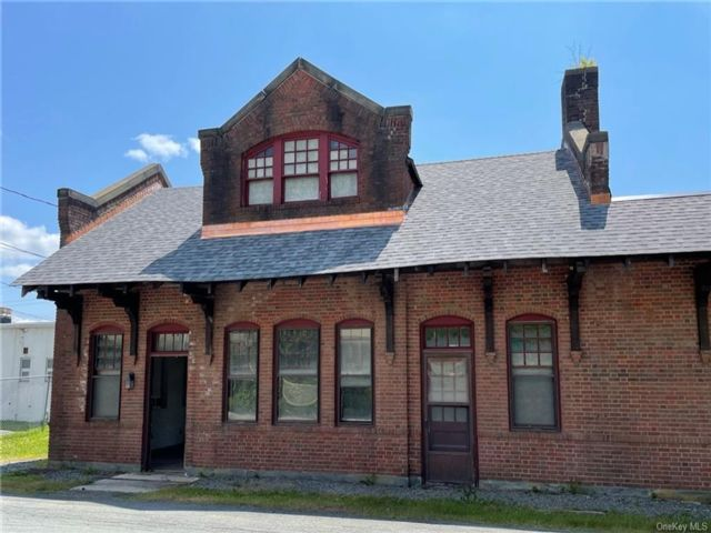Studio,  0.00 BTH Commercial style home in Fallsburg