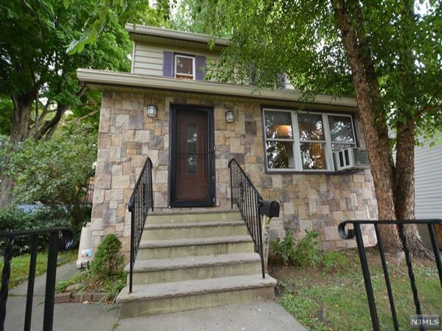 3 BR,  2.00 BTH House style home in Rutherford