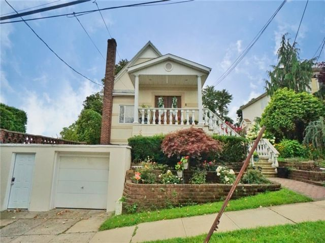 3 BR,  3.00 BTH Single family style home in Old Town