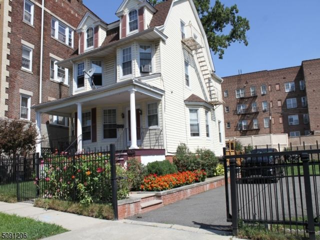 5 BR,  2.50 BTH Colonial style home in East Orange