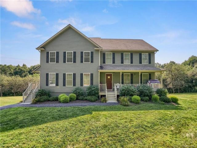 6 BR,  6.00 BTH Colonial style home in Newburgh
