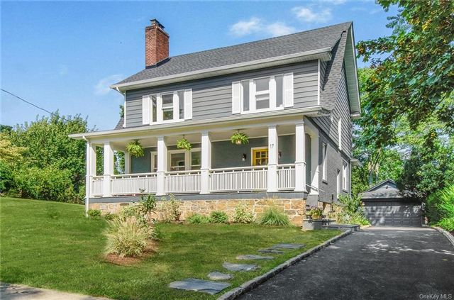 4 BR,  4.00 BTH Colonial style home in New Rochelle