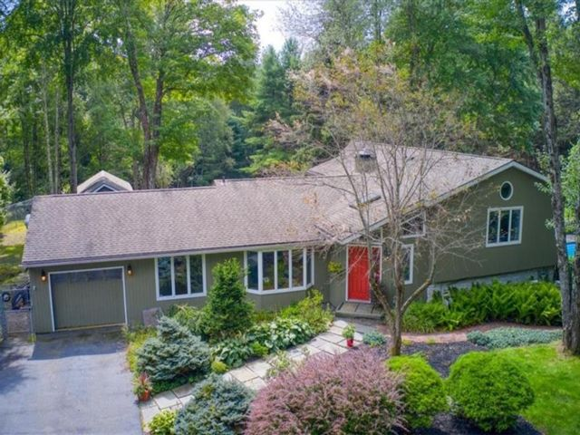 4 BR,  3.00 BTH Split level style home in Thompson