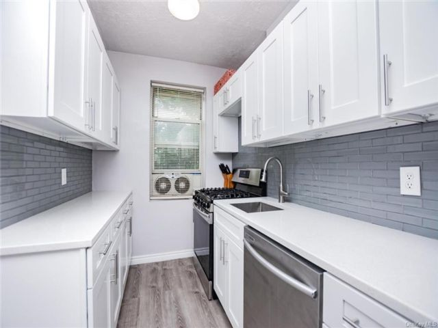 2 BR,  1.00 BTH Mid rise style home in Yonkers