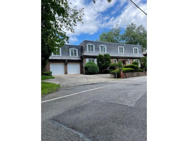 5 BR,  7.00 BTH Single family style home in Emerson Hill