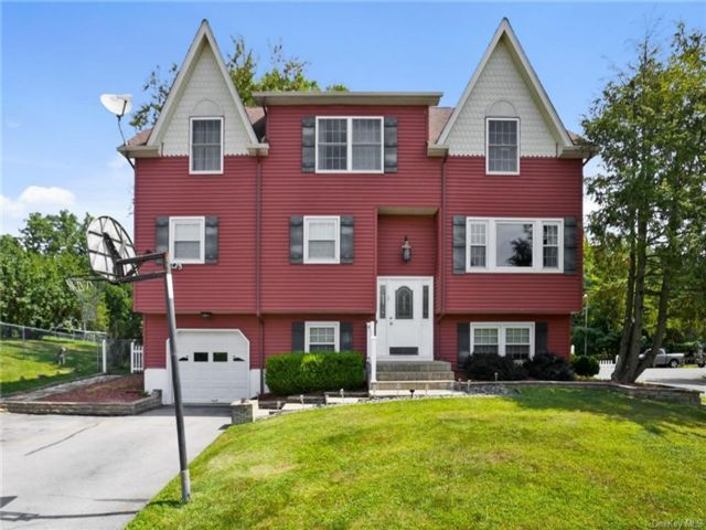 4 BR,  4.00 BTH Colonial style home in Monroe