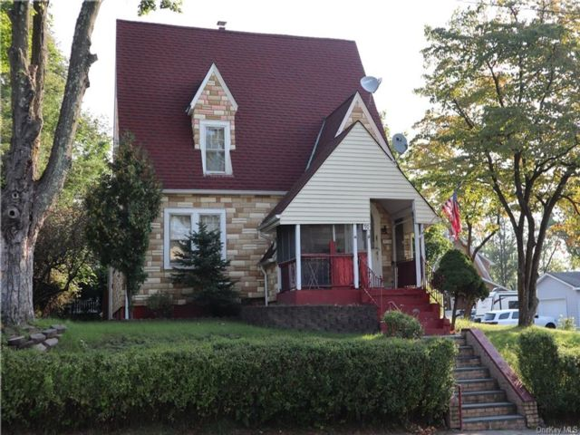 3 BR,  1.00 BTH Arts&crafts style home in Middletown