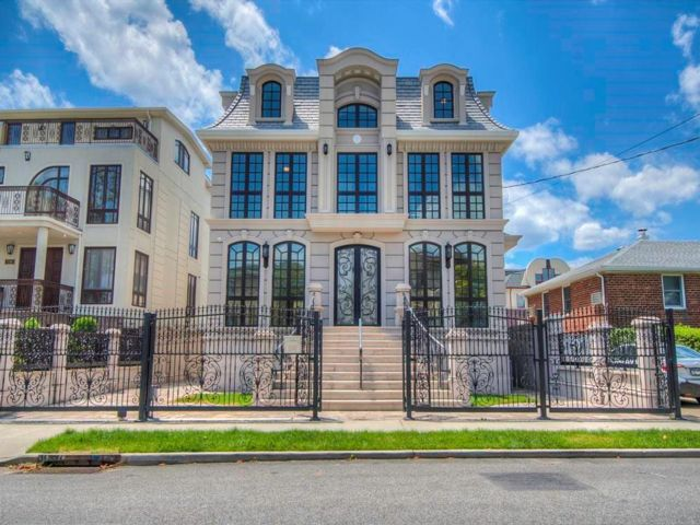 6 BR,  6.00 BTH Single family style home in Mill Basin