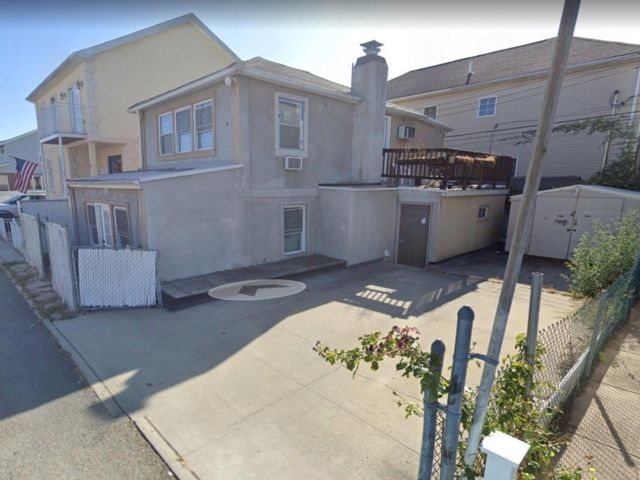 2 BR,  2.00 BTH Single family style home in Gerritsen Beach